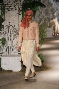 Complete collection: Anju Modi at India Couture Week 2017 Indian Wedding Fashion, Big Fat Indian Wedding, Indian Fashion, Boys Kurta, Ethnic Fashion, Men Fashion, Vogue India, Groom Wear, Lakme Fashion Week