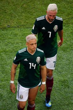 Javier Hernandez of Mexico and Miguel Layun of Mexico look dejected. Fifa Football, National Football Teams, Football Players, Mexican Heroes, Fifa 17 Ultimate Team, Mexico National Team, Mexico Soccer, Soccer Guys, Football Mexicano