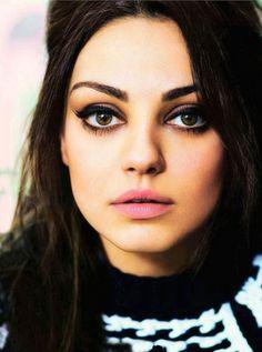 Love her makeup!  Now I needs a light pink matte lippie