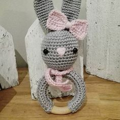 **Geht morgen auf die Reise, der süße Rasselhase!** Inspiriert durch #handmade_byregina #häkeln #crochet #babyrassel #babyspielzeug #handmade #geschenkzurgeburt #babygeschenk #fürkleineprinzessinnen