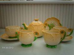 Buttercup tea set Carlton Ware, Antique Perfume Bottles, Pressed Glass, Tea Sets, Vintage China, Buttercup, Depression, Table Settings, Hobbies