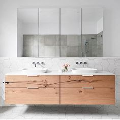 smarterBATHROOMS+ selected George Fathers' stunning Beam Wood Oak veneer for the vanity unit to add depth and character to the space. Family Bathroom, Laundry In Bathroom, Simple Bathroom, Modern Bathroom, Master Bathroom, Cream Bathroom, Bathroom Toilets, Bathroom Renos, Bad Inspiration