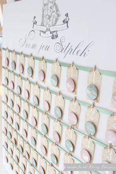 Button badge escort card seating plan by  http://www.secretdiary.co.za  #escortcards #seatingplan #wedding