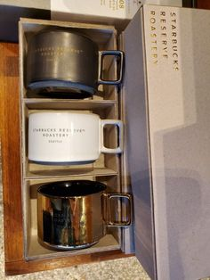A look at merchandise at the Seattle Roastery: Coffee mugs! Starbucks Coffee, Coffee Mugs, Coffee Maker, Seattle, Cool Stuff, Coffee Maker Machine, Coffeemaker, Starbox Coffee, Coffee Cups