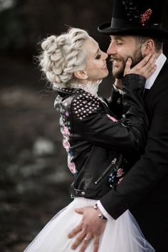 Magpie Wedding shares a dark moody wedding shoot with a painted leather jacket and glorious flowers and table styling for the rock chick bride Punk Wedding Dresses, Punk Rock Wedding, Gothic Wedding, Dream Wedding, Wedding Shoot, Biker Wedding Dress, Wedding Veils, Grunge Wedding, Casual Wedding