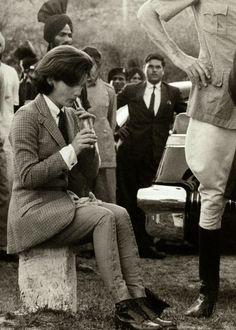 Jacqueline Kennedy  Trip to Ireland 1962      lacibluevintage22:      Trip to Indian in 1962      When she got sar dar. She loved that horse