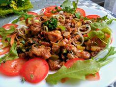 Pórek pokrájíme na kolečka. Hlívu ústřičnou a omytá rajčata nakrájíme na menší kousky, promícháme s olejem, sojovou omáčkou, uzenou paprikou a… Pork, Beef, Vegan, Health, Ethnic Recipes, Fit, Vietnam, Red Peppers, Kale Stir Fry
