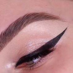 Glamorous Makeup Tips and Tricks! tips videos Glamorous Makeup Tips and … Glamorous Makeup Tips and Tricks! tips videos Glamorous Makeup Tips and Tricks! Sparkly Makeup, Bold Eye Makeup, No Eyeliner Makeup, Eye Makeup Tips, Smokey Eye Makeup, Makeup Hacks, Beauty Makeup, Makeup Ideas, Cat Eye Makeup Tutorial