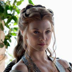 Natalie Dormer in Game of Thrones Medieval Hairstyles, Wig Hairstyles, Wedding Hairstyles, Princess Hairstyles, 1940s Wedding Hair, Wedding Veil, Margery Tyrell, Natalie Domer, Eyeliner Styles