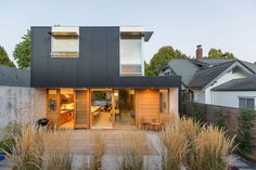 SHED Architecture & Design has designed a new modern home of called Capitol Hill House on a site originally occupied by a small cottage. Modern Architecture House, Modern House Design, Architecture Design, Creative Architecture, Flat Roof Shed, Glass Pavilion, Modern Architects, Terrace Design, House On A Hill