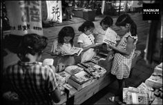 Manga books, Tokyo, 1951 by Werner Bischof Old Pictures, Old Photos, Vintage Photos, Manga Books, Manga To Read, Magnum Photos, Fotojournalismus, Girl Reading, Reading Manga