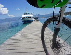 Bike and ship - Plage de Saleccia #traumstrand #korsika2018 #salecciabeach #schiffnachstflorent #sanktflorent #france #shipping #ship #steg #bikesteg #naturpur #strandgut #biken #langeabfahrt #Frankreich