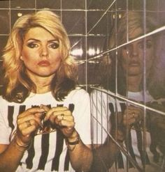 Debbie Harry claims to have regular psychic episodes. 14 Things You Might Not Know About Blondie Blondie Debbie Harry, Debbie Harry Hair, Beatles, Women Of Rock, Studio 54, Rockn Roll, The Clash, Blondies, Look Cool