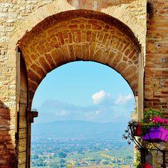 Assisi, Italy Scorci medievali | Assisi regala scorci meravigliosi sulla campagna umbra