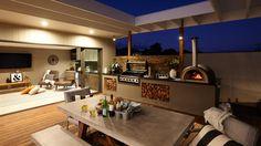 Instalar o cômodo perto do jardim ou do quintal estimula o convívio da família e o uso das áreas do lado de fora da casa