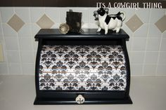 Its A Cowgirl Thing: Breadbox Makeover Wooden Bread Box, Vintage Bread Boxes, Decorative Accessories, Decorative Boxes, Diy Storage Boxes, Garage Sale Finds, Welcome To My House, Old Dressers, Easy Diy Crafts