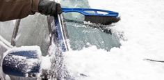 JAK PRAWIDŁOWO ODŚNIEŻAĆ SAMOCHÓD, BY NIE DOSTAĆ MANDATU? https://samochody.io/blog/jak-prawidlowo-odsniezac-samochod-by-nie-dostac-mandatu-yrez8l5u3n/ #samochód #odśnieżanie #zima #mandat