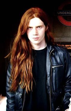 Men with long hair Photo: Men with long hair – – Hair Red Red Hair Men, Long Red Hair, Male Hair, Boys With Long Hair, Ginger Men, Ginger Hair, Boys Long Hairstyles, Cool Hairstyles, Redhead Men