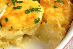 Your Family Will Be Shocked When You Serve This Scalloped Potato Dish For Dinner You're going to want to tell your friends about this! Twice Baked Potatoes, Mashed Potatoes, Vegetable Sides, Vegetable Recipes, Dinner Dishes, Dinner Recipes, Scalloped Potato Recipes, Potato Dishes, Fett