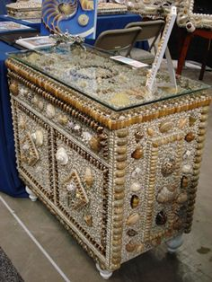 L ; L Shell Crafts - Seashell Crafts - Seashell Tables - Seashell Decor - Beach Decor