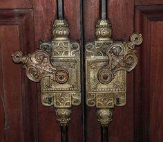 Door Lock in Catedral Metropolitana -Buenos Aires, Argentina; Old Door Knobs, Door Knobs And Knockers, Door Handles, Door Latches, Les Doors, Windows And Doors, Front Doors, Cool Doors, Unique Doors