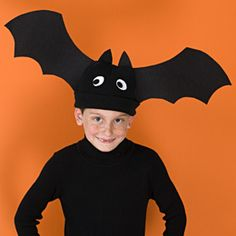 Bat Hat Halloween Costume from Family Fun Magazine. Figure out how to make hat out of construction paper. Don't forget glow-in-the-dark googly eyes. Crazy Hat Day, Crazy Hats, Spooky Halloween Crafts, Homemade Halloween, Halloween Costumes For Kids, Funny Halloween, Halloween Infantil, Bat Costume, Costume Ideas