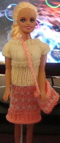 Free Knitting Patterns For Barbie And Ken Dolls : http://www.knittingparadise.com/t-251037-1.html Barbie ...