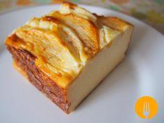 Tarta de queso con manzana: 200 ml Nata líquida,1 Manzana, 3 Huevos, 1 Yogur natural, 125 gr Azúcar, 80 gr Harina,  200 gr Philadelphia, 25 gr Azúcar espolvoreado sobre manzana, 135 gr Leche. 180º