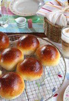 Sonntagsfrühstück mit Milchbrötchen