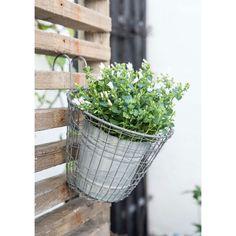 Metalen hangmand voor op het balkon of aan een schutting. Plaats een bloempotje in de mand of gebruik de mand als decoratie in bijv. de badkamer.