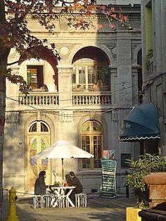 El Café - Huérfanos 2064, Santiago de Chile, Región Metropolitana (Santiago), Chile South Of The Border, Spain And Portugal, Architecture Old, End Of The World, Far Away, South America, Taj Mahal, Beautiful Places, Around The Worlds