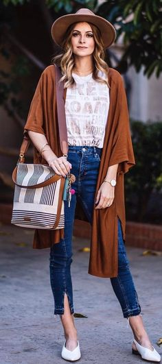 stylish look / hat + brown long cardigan + bag + jeans
