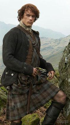 "Sam Heughan rocks a kilt as Jamie Fraser in ""Outlander"" Claire Fraser, Jamie Fraser, Jamie And Claire, Sam Heughan Outlander, Outlander Season 1, Outlander Book Series, James Fraser Outlander, Outlander Quotes, Starz Outlander"