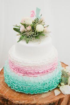 Cake: Penny Carey - Romantic Garden wedding by Jill Andrews - via Magnolia Rouge