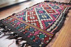 FREE SHIPPING -1960s turkish kilim .Anatolian - Rug Carpet.- handwoven kilim rug - antique kilim rug - decorative kilim - natural wool on Etsy, 535,21kr