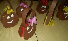 Com o dia de São Martinho a chegar, começamos a pensar em decoração, mas principalmente nos cartuchos para as crianças levarem as c...