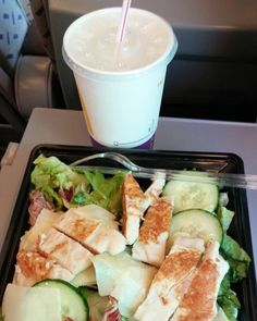 Tänään lounasta junassa Helsinkiin. #caesarsallad #salaatti #lounas #ruokablogi #ruoka#kotiruoka #herkkusuu#lautasella#Herkkusuunlautasella#ruokasuomi @mcdonaldssuomi