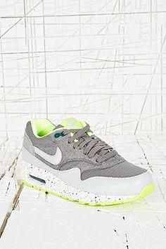 "0cad01013d1 Nike ""Air Max Premium"" Vintage-Sneaker in Grau Nike Sweatpants"