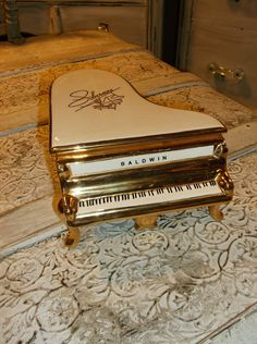 Vintage Liberace Grand Piano Music Box Plays by ChixCoopAntiques, $25.00
