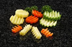 """Corte """"ondulado"""" en patatas, zanahorias y calabacines."""