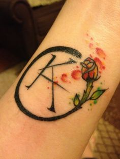A site where you can submit all of your Stephen King tattoos! To submit your own tattoo, click the. Dark Tower Tattoo, Stephen King Tattoos, Small Tats, Dragonfly Tattoo, Cool Tattoos, Tatoos, The Dark Tower Series, Sister Tattoos, Horror