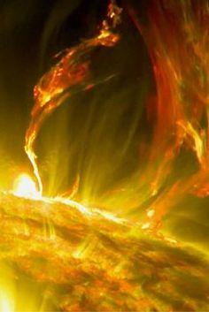 4 godziny aktywności Słońca w kilkanaście sekund. Zobacz potężny rozbłysk. http://tvnmeteo.tvn24.pl/informacje-pogoda/ciekawostki,49/4-godziny-aktywnosci-slonca-w-kilkanascie-sekund-zobacz-potezny-rozblysk,172871,1,0.html