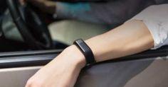 Xiaomi ha presentado –con una de sus varias marcas-, una nuevapulsera de actividad con diseño en aluminio ypantalla OLED. Es decir, bastante más completa en diseño y pantalla respecto al modelo que mantiene su marca principal. Se llamaHuami AmazFit Health, y está diseñada para enfrentarse de forma directa a los modelos de Fitbit, consensor de ritmo cardíaco integrado en el cuerpo de aluminio, yresistencia al agua.No es tan económica como...