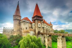 Beautiful panorama of the Corvin castle with wooden bridge,Hunedoara,Transylvania,Romania,Europe Tonga, Transylvania Romania, Custom Wall Murals, Castle Wall, Most Visited, Barcelona Cathedral, Places To Visit, Around The Worlds, The Incredibles