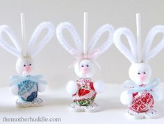 How To Make Easter Bunny Suckers--how cute are these little guys--would be fun to adapt them into place card holders!!!   :-)