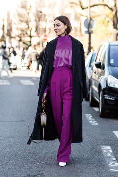 Modernize o look com a cor que está brilhando nas ruas e nas passarelas.