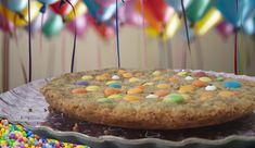 שנה טובה לכל עם ישראל,  שתהיה לכולנו שנה טובה כמו עוגייה גדולה ולא כמו עוגייה קטנה. שדרכנו תהיה תמיד סוגה בסוכריות. שתהיה שנת אושר, עושר וברכה, שנה קצת אחרת. שנה מאושרת.  למתכון לעוגיית עדשים ענקית שבאה קומפלט עם הברכה. לחצו על הלינק.