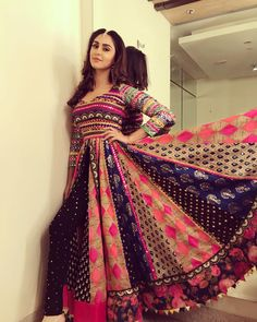 Source by dresses afghani clothes Garba Dress, Navratri Dress, Anarkali Dress, Saree Gown, Lehenga Choli, Indian Designer Outfits, Indian Outfits, Designer Dresses, Mehendi Outfits