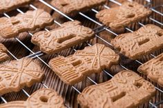 Do You Know Your Springerle From Your Speculaas? Traditional Christmas Desserts, Biscuit Speculoos, German Christmas Cookies, Quick Easy Meals, Fudge, Food And Drink, Cooking Recipes, Caramel, Snacks