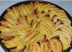 Ezt a receptet egyik főzős műsorba hozta valaki, rögtön tudtam, hogy én is el fogom készíteni, annyira jól nézett ki. Kicsit eltértem a recepttől, mert ott csak a krumpli és hagyma v Hungarian Recipes, Food 52, Pork Recipes, Apple Pie, Cabbage, Food And Drink, Tasty, Lunch, Baking